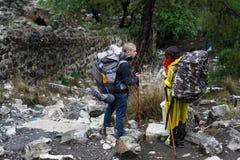 La chimère, les roches brûlantes sont ot remarquable de tache la traînée de la manière de Lycian près de Cirali, Antaly images libres de droits
