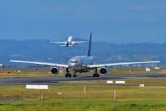 La Chine Airbus du sud A330 dans la livrée de Skyteam roulant au sol à l'aéroport international d'Auckland Photo libre de droits