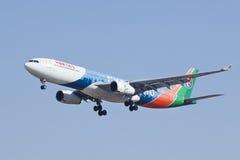 La Chine Airbus oriental A330-300, atterrissage B-6100 dans Pékin, Chine Photographie stock