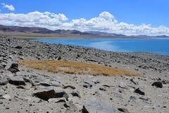 La Chine Great Lakes du Thibet Lac Teri Tashi Namtso dans le jour d'été ensoleillé photographie stock