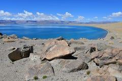 La Chine Great Lakes du Thibet Lac Teri Tashi Namtso dans le jour d'été ensoleillé photos stock