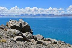 La Chine Great Lakes du Thibet Lac Teri Tashi Namtso dans le jour d'été ensoleillé photos libres de droits