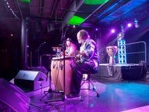 La chitarra del gioco di Tavana del musicista e canta con Leon Mobley che gioca il Dott. Fotografia Stock Libera da Diritti