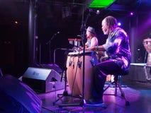 La chitarra del gioco di Tavana del musicista e canta con Leon Mobley che gioca il Dott. Immagine Stock Libera da Diritti