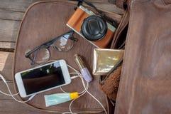 La chose de la femme sortent d'un hangbag Image libre de droits