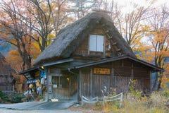 La choza o el Gassho-Zukuri - el Shirakawa tradicionales japoneses, Japón Foto de archivo