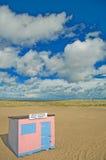 La choza rosada de la playa Fotos de archivo libres de regalías