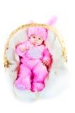 La chéri nouveau-née drôle a rectifié dans le procès de lapin de Pâques Photos libres de droits