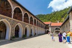 La Chypre, - 27 mai 2014 : La vue sur le monastère de Kykkos est l'un des monastères les plus riches et les plus connus en Chypre Image libre de droits