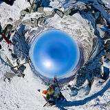 La cima della montagna che trascura lo zamersshee del lago, backpack Fotografie Stock