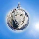 La cima della montagna che trascura lo zamersshee del lago, backpack Fotografia Stock