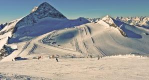 La cima della montagna getta un'ombra Fotografia Stock