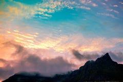 La cima della scogliera nella sera Fotografia Stock