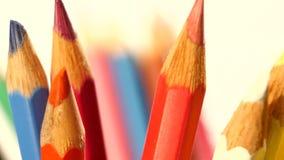 La cima di colore differente disegna a matita su bianco, rotazione archivi video