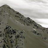 La cima di una montagna ripida nelle alpi, nel Tirolo austriaco Immagini Stock