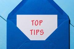 La cima fornisce di punta la busta della posta Affare e concetto di cura del cliente Fotografia Stock
