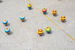 La Cina, giocattoli tradizionali, cima di legno, gioco da bambini fotografia stock