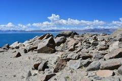 La Cina Grandi Laghi del Tibet Lago Teri Tashi Namtso nel giorno di estate soleggiato fotografia stock