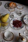 La Cina ha messo con i frutti sulla tavola fotografia stock