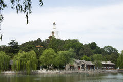 La Cina parco di Asia, Pechino, Beihai, la pagoda bianca Fotografia Stock