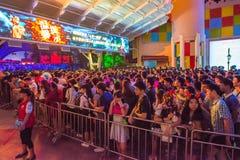 La Cina Shenzhen che molta gente ha schiacciato nel parco a tema per partecipare alle attività di Halloween Fotografie Stock Libere da Diritti