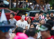 La Cina Shenzhen che molta gente ha schiacciato nel parco a tema per partecipare alle attività di Halloween Immagine Stock Libera da Diritti