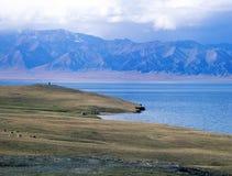 La Cina/Xinjiang: Lago Sailimu Fotografia Stock