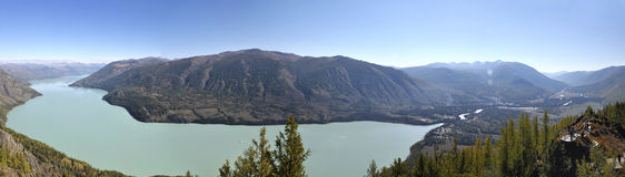 La Cina/Xinjiang: panorama del lago di kanas Fotografia Stock