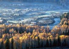 La Cina/Xinjiang: raggio di mattina del villaggio di Hemu Immagini Stock Libere da Diritti