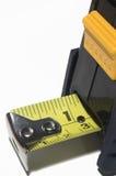 La cinta de medición muestra una pulgada imagen de archivo libre de regalías