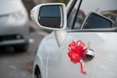 La cinta roja florece la bola Fotos de archivo libres de regalías