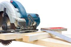 La circolare ha visto il righello di legno e del ferro di taglio Immagini Stock Libere da Diritti