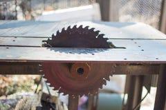 La circulaire a vu pour le traitement de bois images stock