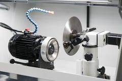 La circulaire a vu la production par le processus de meulage de haute précision image libre de droits