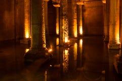 La cisterna de la basílica en Instanbul imagenes de archivo