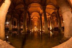 La cisterna de la basílica en Instanbul imagen de archivo