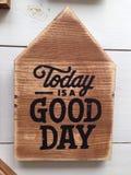 La cita es hoy un buen día en la madera Imagen de archivo