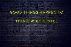 La cita inspiradora positiva en señal de neón contra buenas cosas de la pared de ladrillo sucede a las que prisa stock de ilustración