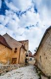 Strett étroit sur la forteresse de Rasnov, Roumanie image libre de droits