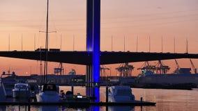 La città accende il ponte di Bolte, Melbourne stock footage