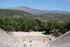La città antica di Micene sulla penisola il Peloponneso La Grecia 06 19 2014 Paesaggio delle rovine del architectu del greco anti Fotografie Stock