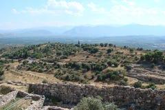 La città antica di Micene sulla penisola il Peloponneso La Grecia 06 19 2014 Paesaggio delle rovine del architectu del greco anti Fotografia Stock
