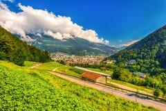 La città Chur ed alpi svizzere, Svizzera Immagine Stock
