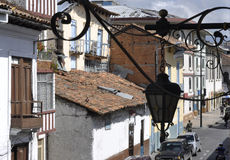 La città Cuenca del conquistador anziano nell'Ecuador Immagine Stock