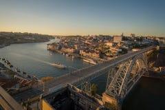 La città dell'orizzonte di tramonto di Oporto Fotografia Stock