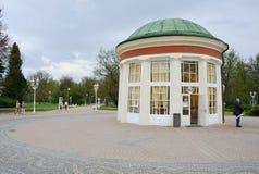 La città della stazione termale di Franzensbad con la repubblica Ceca delle case della stazione termale e dei parchi in primavera  Immagine Stock