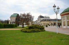 La città della stazione termale di Franzensbad con la repubblica Ceca delle case della stazione termale e dei parchi in primavera  Fotografia Stock