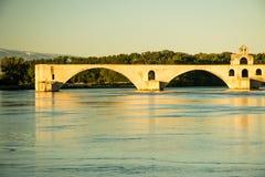 La città di Avignone al tramonto con papi Palace, Francia fotografia stock libera da diritti