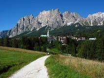 La città di Cortina d'Ampezzo nelle dolomia Fotografia Stock