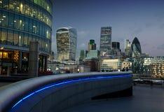 La città di Londra al crepuscolo Immagini Stock
